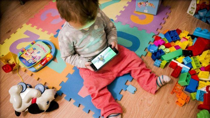 Alertan sobre los peligros del uso de pantallas en menores