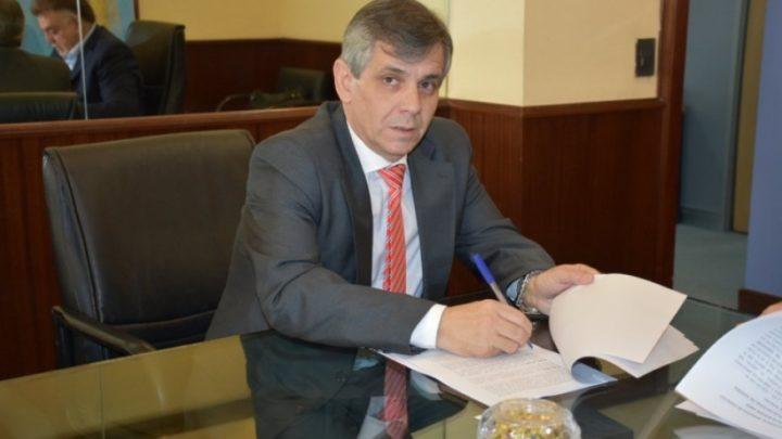 El intendente de Chivilcoy decidió congelar su sueldo y el de los funcionarios