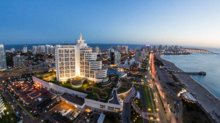 Uruguay lanza tarjeta prepaga para turistas argentinos
