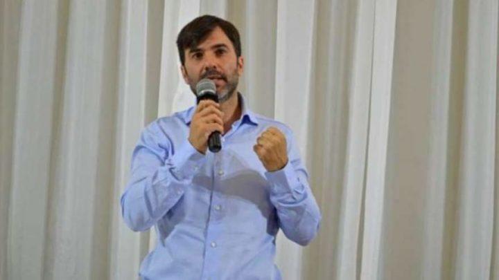 En CastelliEcharren, el intendente que se encolumna con Alberto y paga un bono extra a los empleados municipales