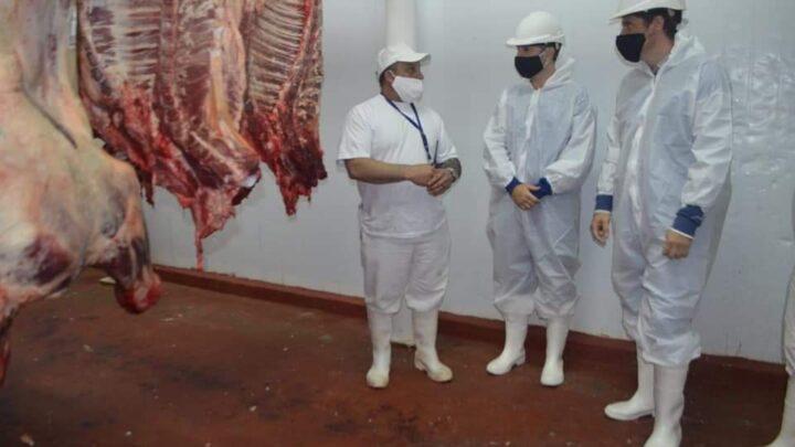 """También recorrieron un frigoríficoEcharren, junto al ministro Rodríguez y el diputado """"Cote"""" Rossi, se reunieron con productores rurales"""