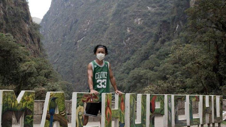 Abrieron las ruinas solo para élUn japonés es el primer turista que visita Machu Picchu tras estar varado siete meses