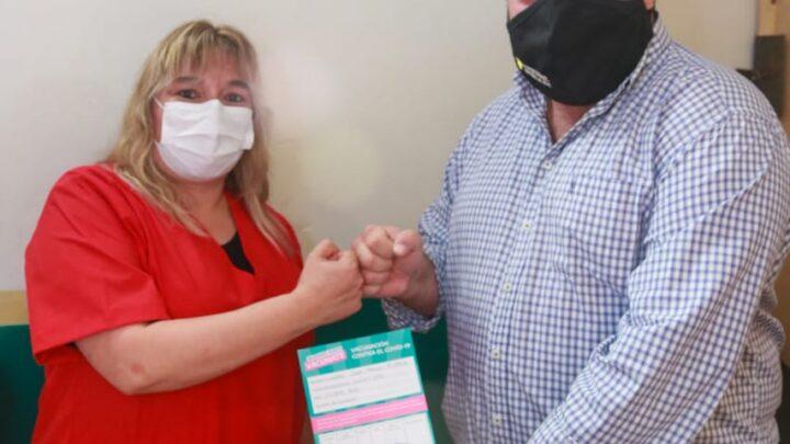 Esperan ahora instrucciones desde Salud provincialAvanza en Ranchos la campaña de vacunación contra el Covid-19; el intendente Alvarez recibió su dosis