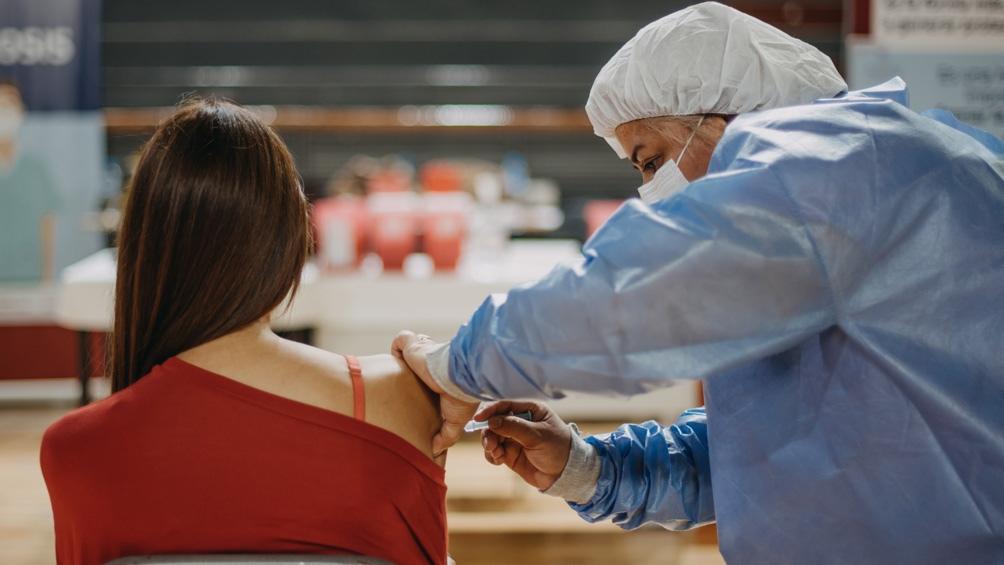 Campaña de vacunaciónCerca del 30% de la población ya recibió la primera dosis de la vacuna contra el coronavirus