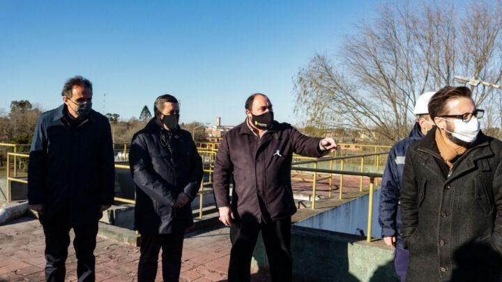 RanchosÁlvarez firmó convenio para la construcción de una planta depuradora de líquidos cloacales en Ranchos