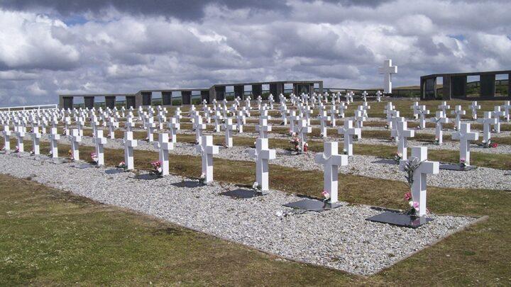 Cruz RojaIdentificaron los restos de seis soldados argentinos inhumados en las Islas Malvinas