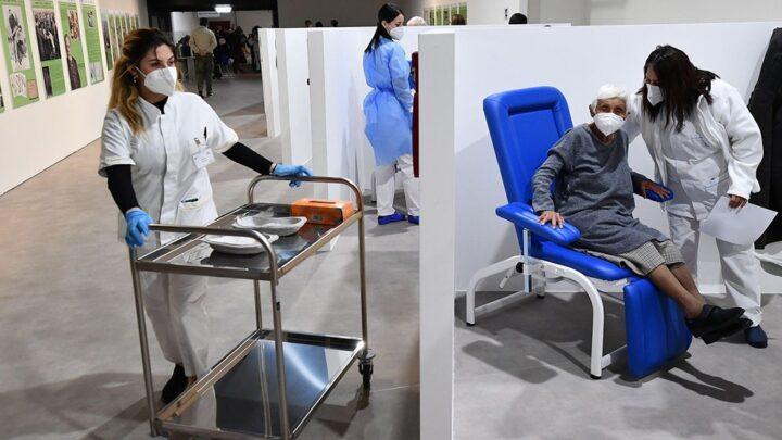 CoronavirusEspaña aprobó la tercera dosis de vacunas para personas mayores y vulnerables