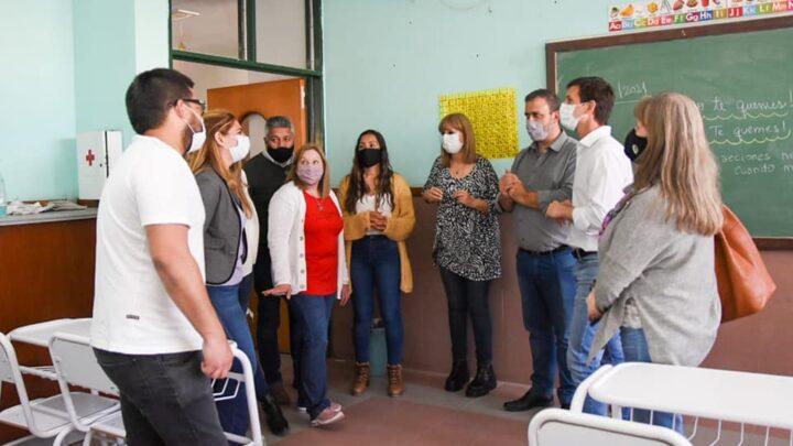 San Vicente:Mantegazza hizo entrega de mobiliario en la Escuela Almafuerte de Korn
