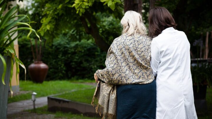 SaludDescubren que las enfermedades COVID-19 y Alzheimer tienen un factor de riesgo en común